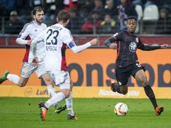 Joel Gerezgiher (r.) wechselt auf Leihbasis zum FSV Frankfurt