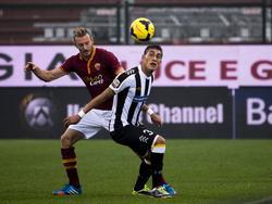 Roberto Pereyra en un duelo contra la Roma con la camiseta de Udinese. (Foto: Getty)