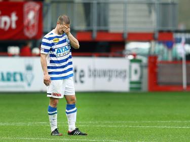 Tim Vincken baalt na afloop van het competitieduel Jong FC Twente - De Graafschap (06-04-2014).