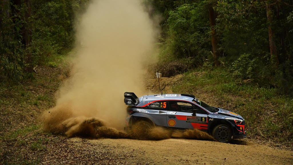 Rallye-WM schon verloren? Thierry Neuville krachte am Freitag in einen Heuballen
