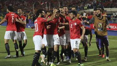 Ägyptens Spieler feiern den Sieg gegen Simbabwe