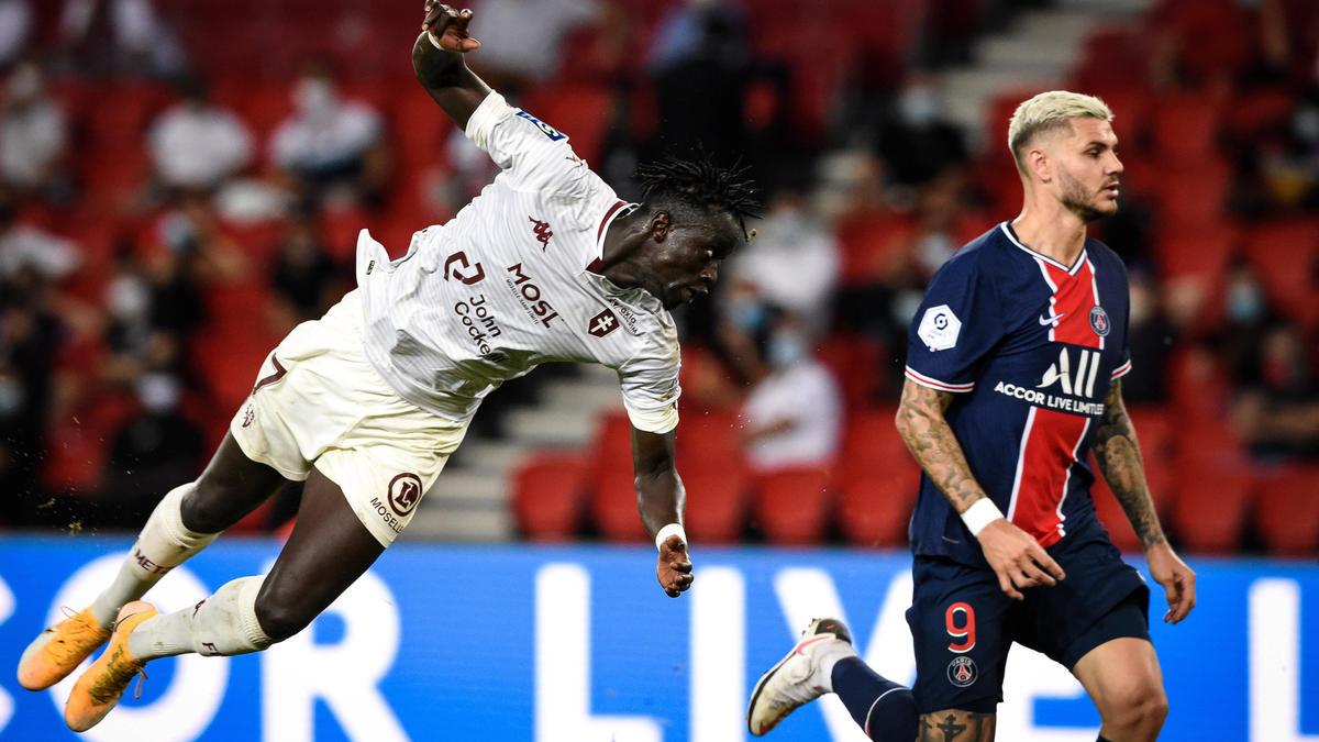 Ibrahima Niane (l.), hier gegen PSG-Star Mauro Icardi