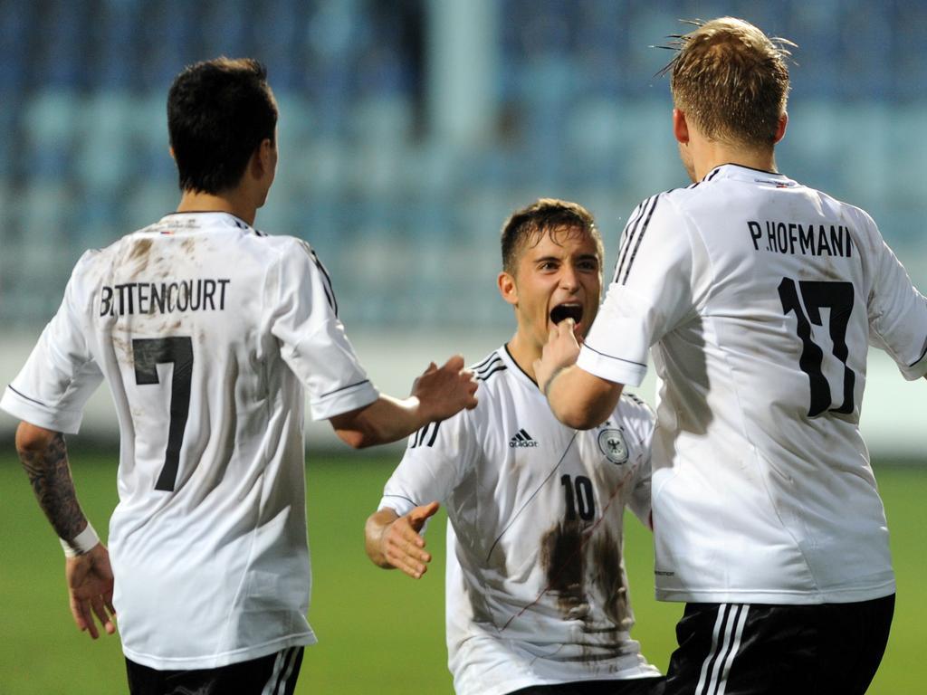 Philipp Hofmann (r.) feiert mit seinen Teamkollegen