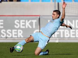 Die Fans des Chemnitzer FC können sich auf ein weiteres Jahr mit Kevin Conrad freuen