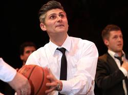 Bei der Rapid-Weihnachtsfeier gaben sie Patrick Jovanovic noch einen (Basketball-)Korb