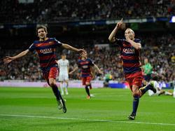 Iniesta celebra el tercer gol del Barcelona en el clásico del sábado pasado. (Foto: Getty)