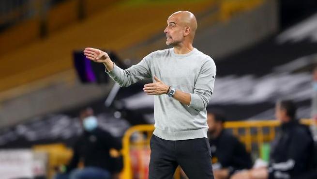 Manchester Citys Coach Pep Guardiola kritisiert die hohen Belastungen für die Spieler