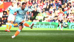 Hazard anota de penalti contra el Southampton. (Foto: Getty)