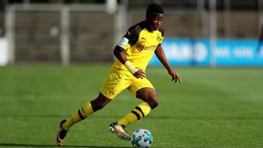 Youssoufa Moukoko stürmt für den BVB in der U17-Bundesliga West