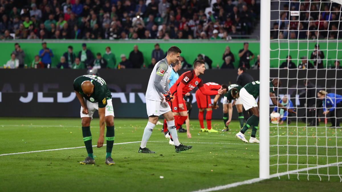 Das Spiel zwischen Wolfsburg und Frankfurt begann mit Protesten der Fans
