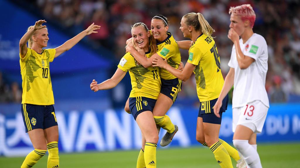 Stina Blackstenius (2.v.l.) besorgte das schwedische Siegtor