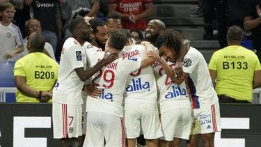 Die Spieler von Lyon jubeln über den 3:1-Erfolg über Racing Straßburg