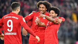 Joshua Zirkzee (M.) lief zwölfmal für den FC Bayern in der Bundesliga auf