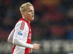 Ajax-trainer Frank de Boer gebruikt de pas achttienjarige Donny van de Beek ook in het thuisduel met sc Heerenveen. (05-12-2015)
