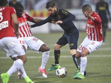 Bernardo Silva, autor de un gol, protege un balón (Foto: Imago)