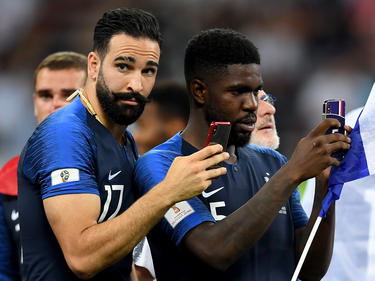 Rami y Umtiti graban la celebración de la Copa del Mundo.