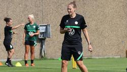 Kim Kulig, Assistenztrainerin der Frauen-Mannschaft des VfL Wolfsburgs