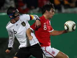 Mit Maskenmann gegen England