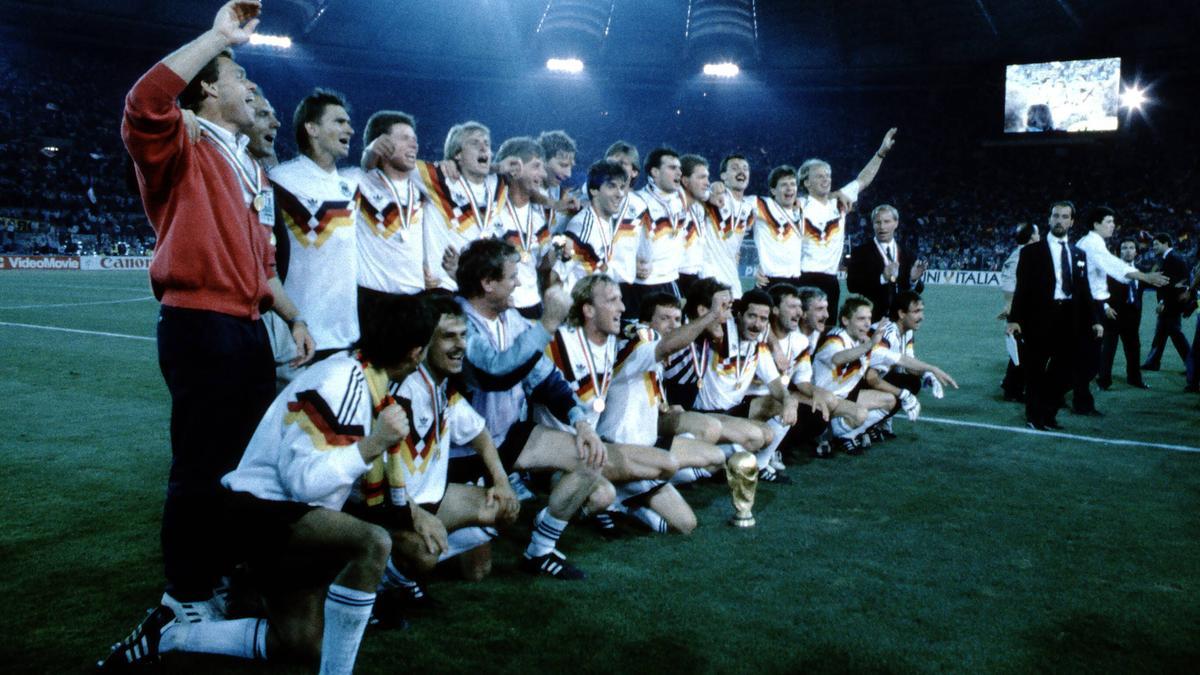Die DFB-Kicker feierten am 8. Juli 1990 ausgiebig den WM-Sieg
