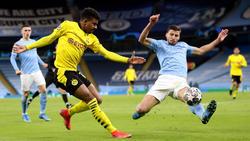 Ansgar Knauff (l.) begann für den BVB gegen Manchester City