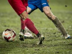 In De Grolsch Veste lag een zwaar veld tijdens Jong FC Twente tegen RKC Waalwijk. (02-02-2015).