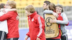 Jubel bei den DFB-Juniorinnen nach dem Sieg im Elferschießen