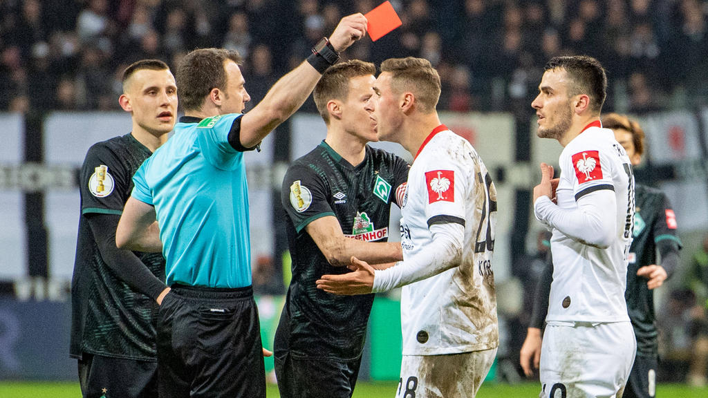 Filip Kostic sah im Spiel gegen Bremen die Rote Karte
