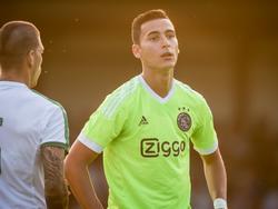 Anwar El Ghazi kijkt teleurgesteld na een mislukte actie in het oefenduel met Panathinaikos. AFC Ajax doet het in dat duel wel goed. Het wint namelijk met 2-0. (10-07-2015)