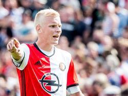 Feyenoord-verdediger Lucas Woudenberg geeft aanwijzingen tijdens de competitiewedstrijd tegen FC Twente. (14-08-2016)