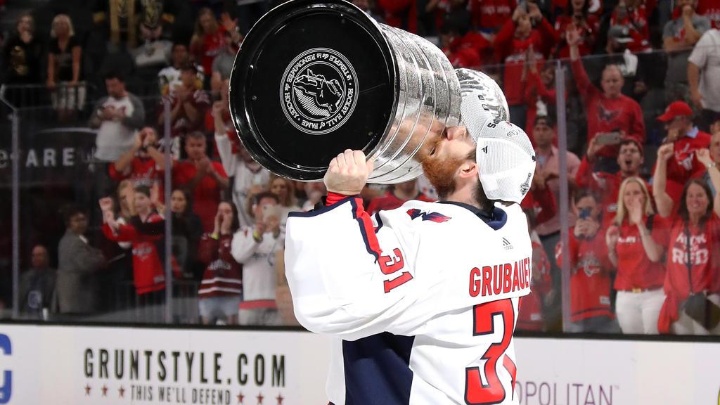 Grubauer präsentierte den Stanley-Cup in Rosenheim