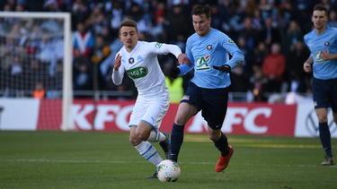 Valentin Rongier (l.) vs. Benoit Bisson (r.)