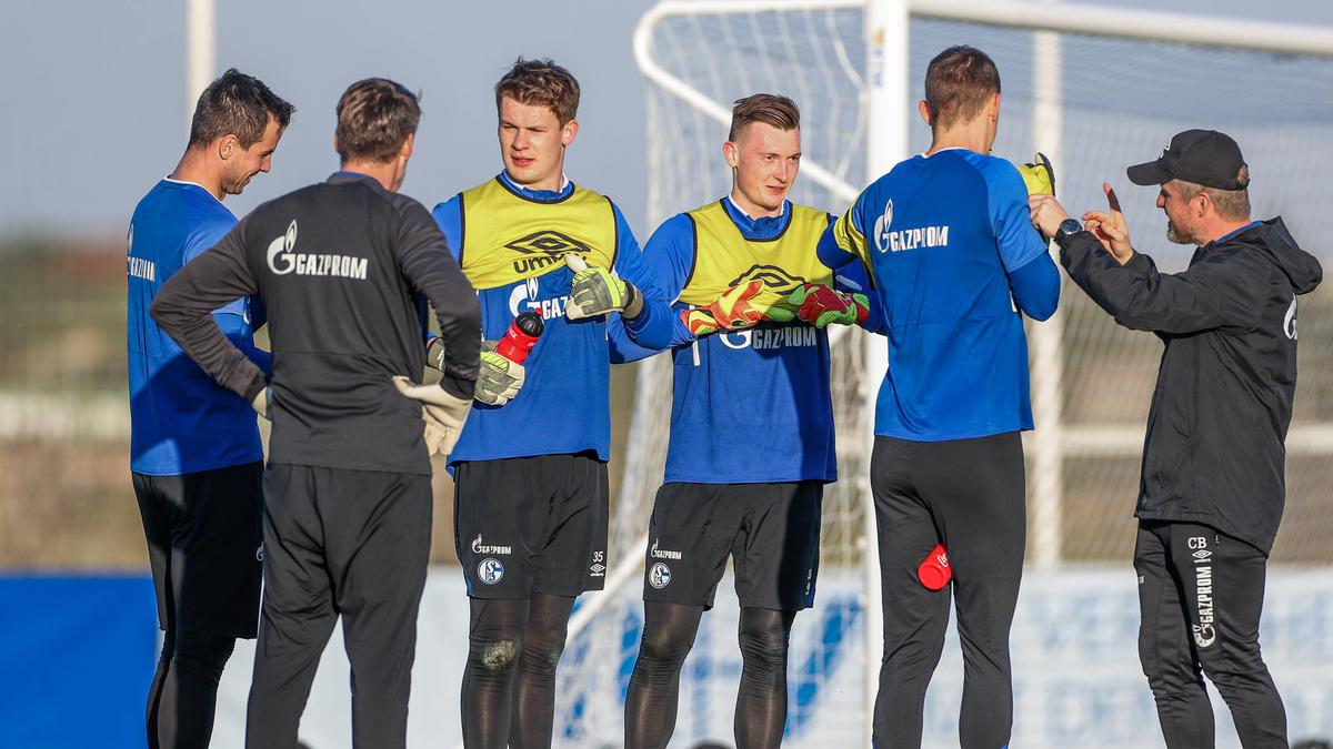Schalke-Coach Wagner legt sich im Torwart-Duell zwischen Nübel und Schubert noch nicht fest