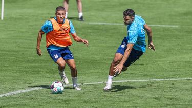 Amine Harit (l.) und Ozan Kabak sollen den FC Schalke 04 noch verlassen