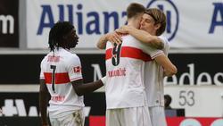 Borna Sosa (r.) vom VfB Stuttgart wird beim FC Bayern gehandelt