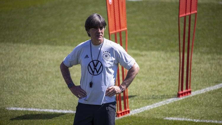 Joachim Löw plant bei der Euro 2021 wohl weiter mit einer Dreierkette
