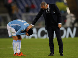 Stefano Pioli (r.) ist derzeit häufig als Tröster seiner Spieler gefragt