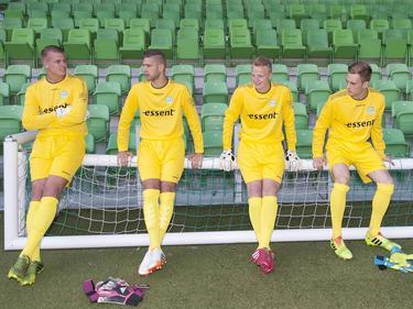 De doelmannen van FC Groningen wachten rustig tijdens de persdag van de club. V.l.n.r: Sergio Padt, Stefan van der Lei, Wieger Sietsma en Jeroen Gies. (30-06-2014)
