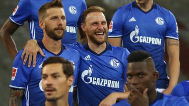 Benedikt Höwedes (M.) hat sich vom FC Schalke verabschiedet