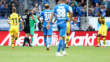 Abdou Diallo (re.) sah gegen Hoffenheim glatt Rot