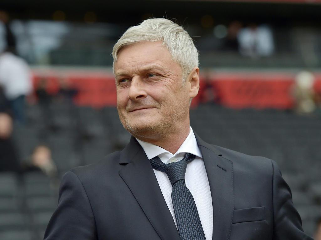 Fussball News Manager Veh Glaubt Fest An Koln Aufstieg