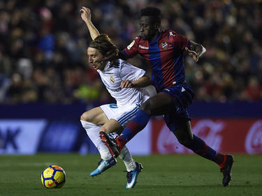 Boateng pugna con Modric por un cuero la pasada temporada. (Foto: Getty)