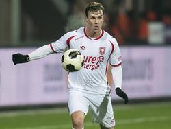 Peet Bijen zoekt opties tijdens het competitieduel NEC Nijmegen - FC Twente (26-11-2016).