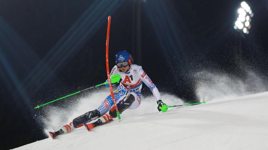 Petra Vlhová hat den Nacht-Slalom in Flachau gewonnen