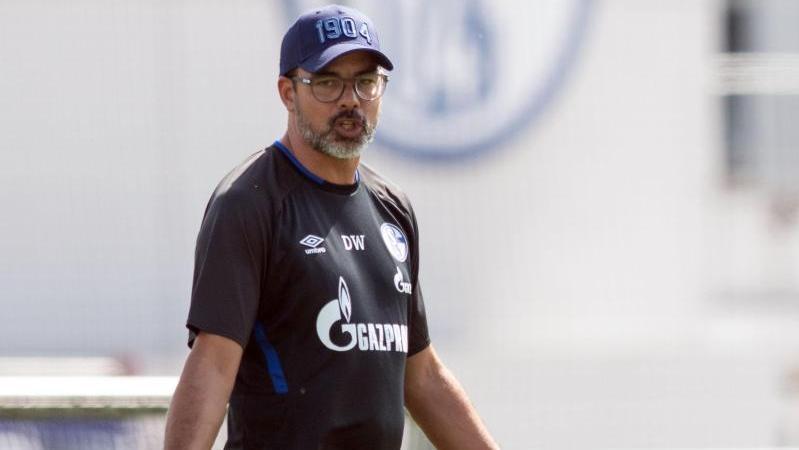 Schalke-Trainer David Wagner bringt die Spieler in deren eigenen Wänden zum Schwitzen