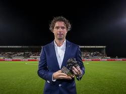 Jean-Paul de Jong wint als trainer van FC Eindhoven de prijs voor beste trainer van de eerste periode in de Jupiler League. (17-10-2014).
