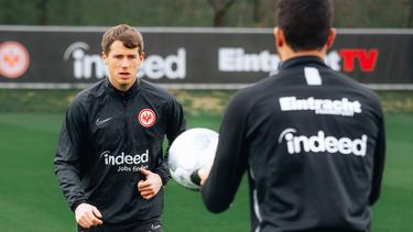 Erlebt derzeit das etwas andere Mannschaftstraining: Erik Durm von Eintracht Frankfurt