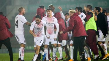 Milan-Spieler jubeln nach dem Erfolg im Elfmeterschießen