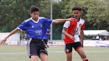 Wechselt zu Bayer Leverkusen: Jordan Zirkzee (r.), hier bei einem U14-Turnier im Trikot von Feyenoord Rotterdam