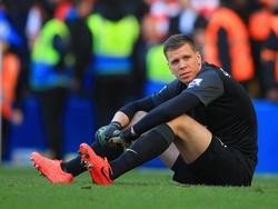 Szczesny busca consuelo tras recibir un tanto del Chelsea en la Premier. (Foto: Getty)