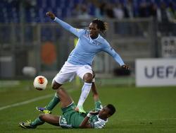 Virgil Misidjan (onder) van Ludogorets in actie in de Europa League wedstrijd tegen Lazio Roma.